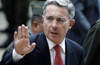 Uribe deberá informarle a la Corte Suprema de Justicia si desea salir del país