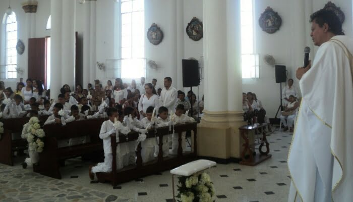 Primera comunión de los estudiantes de las I. E. Marceliano Polo