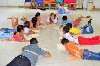En Sahagún, en la biblioteca Juana Domínguez, se desarrolla taller de pintura dirigido a niños