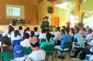 Policía trabaja con las comunidades educativas en campañas de prevención a la drogadicción