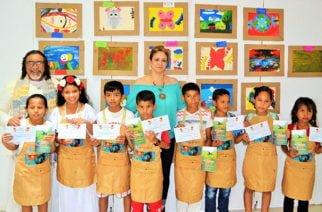 En Sahagún  En la biblioteca Juana Domínguez, finalizó taller de pintura con la artista plástica Dora Luz Delgado