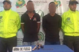Dos hombres capturados por porte ilegal de armas