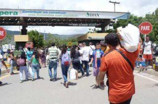 Venezolanos vienen a diario a Colombia para luego regresar a su país