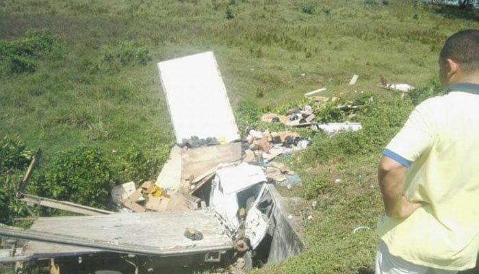 Chofer y ocupantes de un camión salvaron sus vidas lanzándose de un camión antes de chocarse