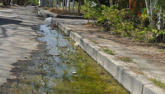 Limpieza de alcantarillado en barrios de Montería