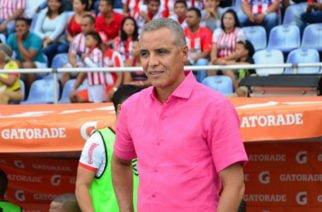 El técnico del Junior, Alexis Mendoza tuvo que ser operado de urgencias