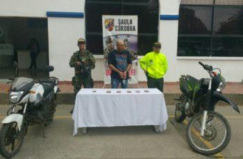 Ejército captura a jefe del Clan del Golfo con circular azul de Interpol