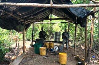La Armada Nacional destruye centro de Acopio para procesar pasta base de coca en Crucito