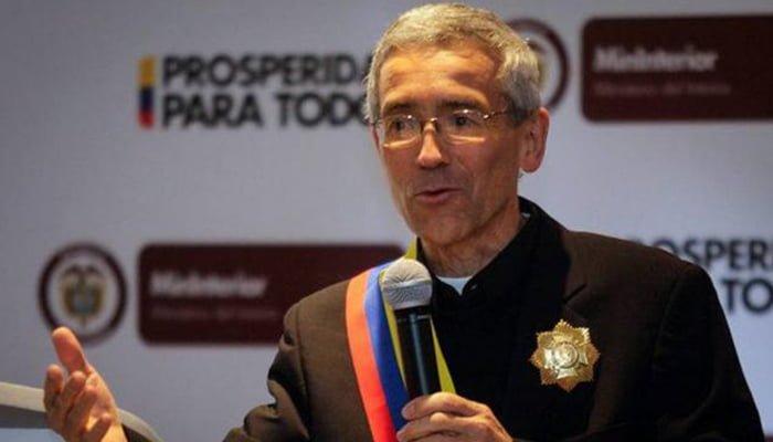 Padre Francisco de Roux le pide a Santrich acabar su huelga de hambre