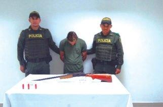 Incautan tres armas de fuego y capturan a dos personas por porte ilegal de armas