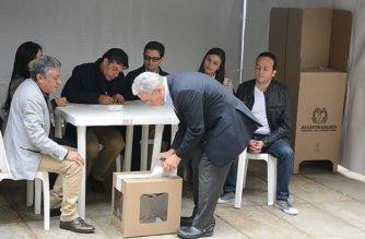 Declaración del expresidente y senador, Álvaro Uribe Vélez, después de ejercer su derecho