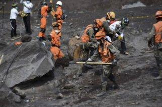 Suspendidas labores de búsqueda luego de erupción de volcán en Guatemala