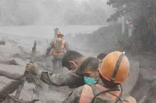 Luto en Guatemala tras erupción de volcán, van al menos 69 muertos