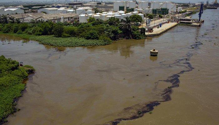 Derrame de petróleo en río Magdalena es ocasionada por falla de tubería