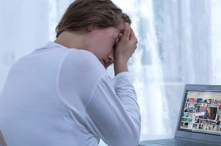 Corte prohíbe a patrones acusar a empleados a través de redes sociales
