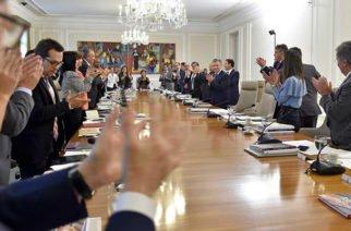 Santos se despide de su gabinete bajo una lluvia de aplausos (Video)