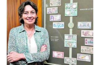 Por primera vez en la historia una mujer firmó los billetes colombianos