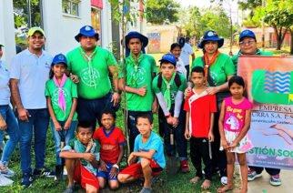 Guías Scouts siembran árboles donados por URRÁ