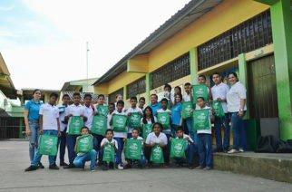 Estudiantes de colegios públicos en Córdoba recibieron kits educativos