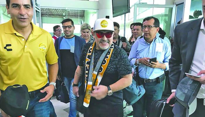 Maradona es recibido con Narcocorrido en Sinaloa