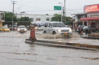 Inundaciones en Montería por lluvia que no cesa desde la madrugada