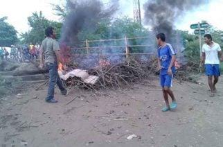 En Cotorra bloquean la vía reclamando atención de la Administración Municipal