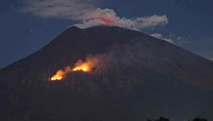 Indonesia en alerta por volcán cuando apenas supera el terremoto que dejó más de mil muertos