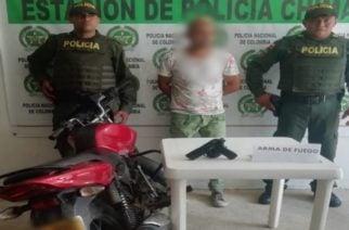 Policía captura un hombre y aprehende un menor con una pistola neumática en Chimá
