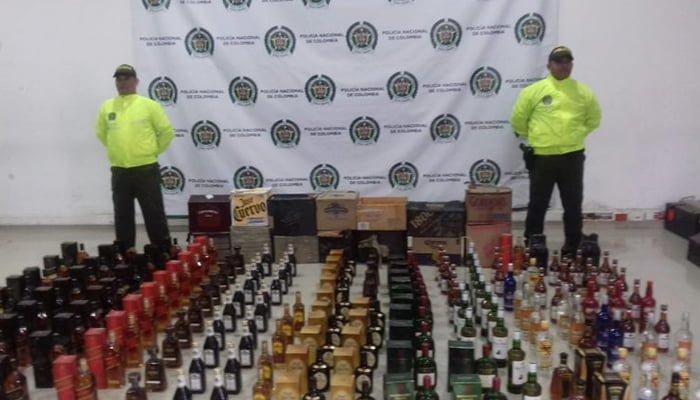 Incautan 138 botellas de licor de contrabando en Montería