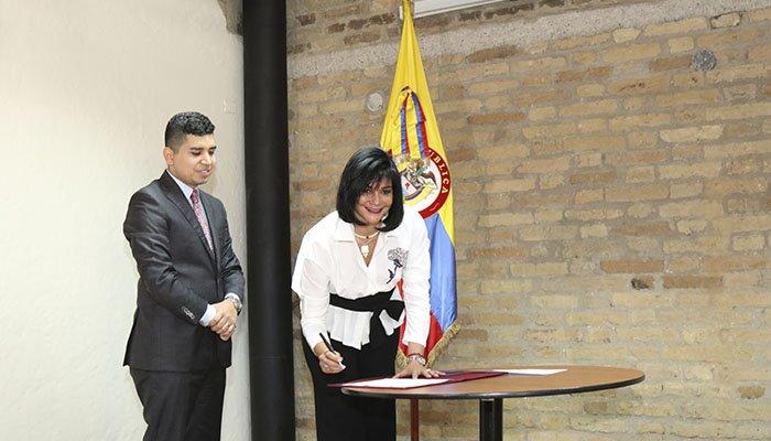 Se posesiona la primera mujer presidenta del Fondo Nacional del Ahorro