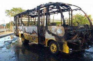 10 millones de recompensa por encapuchados que quemaron un bus frente a Unicor