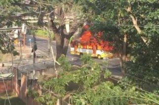 En vídeo: Encapuchados de Unicor quemaron bus de Metrosinú frente al plantel