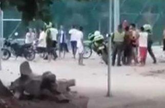 Video: Peñonazo en la cabeza a policía en Cereté por incautación de iguanas