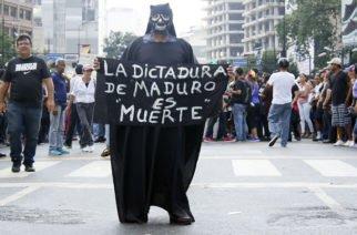 Venezolanos se lanzan nuevamente a las calles en contra de Nicolás Maduro