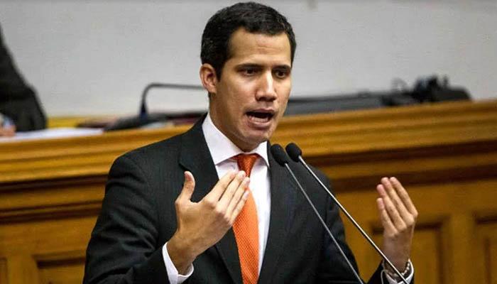 El Presidente (e) de Venezuela le pide a los militares que permitan pasar la ayuda humanitaria