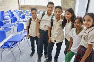 Gobierno inicia reactivación de obras de infraestructura de aulas para la jornada única en el país