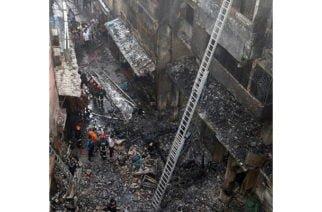 Incendio masivo deja 70 muertos en Bangladesh