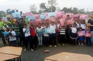 Policía entregó 110 útiles escolares en I.E de Montería