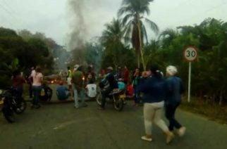 Protestas por mal estado en la vía Moñitos-San Bernardo