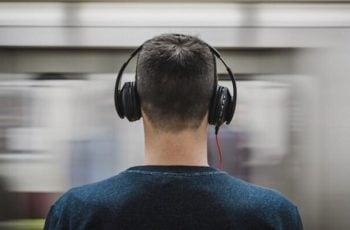 Según la OMS el uso de audífonos podría causar sordera