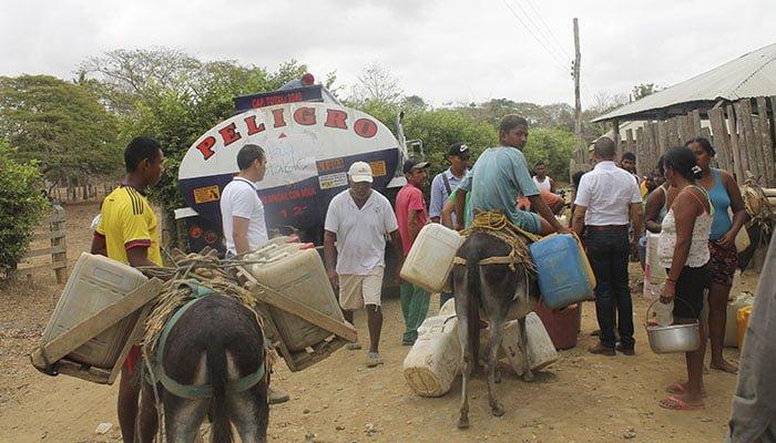 ¡Puerto Escondido tiene doliente! Juan Carlos Burgos sorprendió al corregimiento El Arizal con 12 mil litros de agua potable