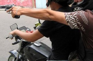 Dos jóvenes asesinados a la vuelta de la iglesia en el barrio Edmundo López