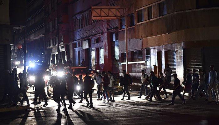 En medio del apagón que supera las 40 horas, Venezuela sale a marchar nuevamente
