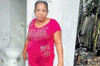 Familias de La Apartada se benefician con programa de conexiones intradomiciliarias