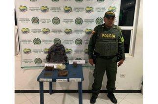 Hombre que era perseguido soltó un morral repleto de cartuchos para armas de fuego en Montería