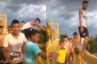 En vídeo: ¡Peligroso juego! Jóvenes en Montería se tiran del puente metálico en el río Sinú
