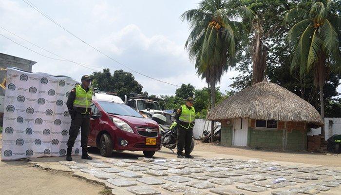 Vídeo: Policía incautó 50 kilos de marihuana en un vehículo abandonado en la vía Lorica- Montería