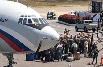 ¿A qué llegaron a Venezuela dos aviones rusos con 100 militares de ese país?