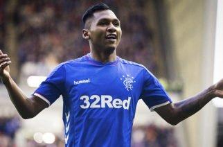 Alfredo Morelos se disculpó por su nueva expulsión con el Rangers de Escocia
