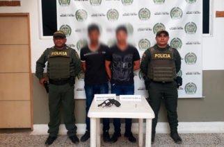 Capturan a dos hombres de 20 y 22 años por porte ilegal de arma de fuego en Lorica
